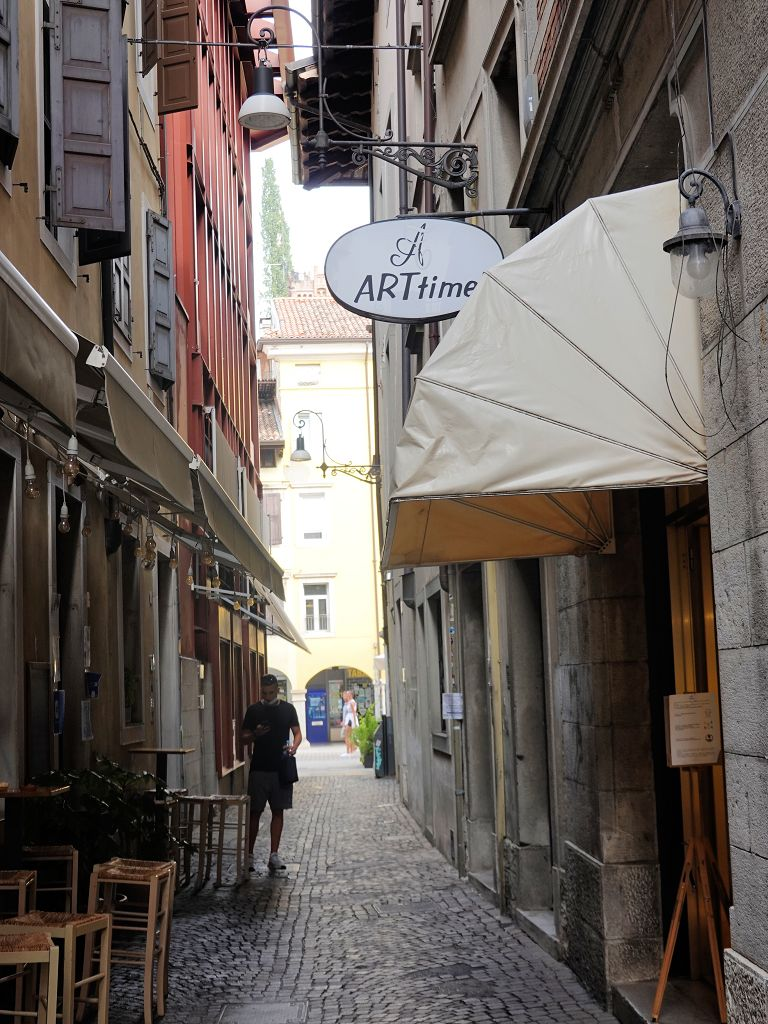 03. bis 16. September: JARU stellt bereits zum vierten Mal in der Galerie ARTtime in Udine beim Galeristen Luca Franzil aus.